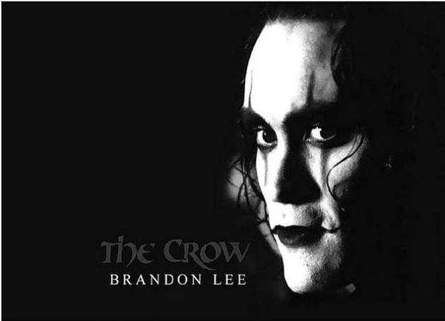 Brandon Lee, The Crow(Karga) filminin çekimlerinde bir sahnede kuru sıkı olması gereken tabancada gerçek mermilerin bulunması sonucu yaşama veda etmiştir. Olay, Lee'nin evlenmesine yalnızca iki hafta kala meydana gelmiştir. Ailesi ve nişanlısı, Brandon Lee anısına filmin yayınlanmasını istemişlerdir. Aynı zamanda Bruce Lee'nin oğludur.