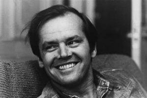 Jack Nicholson, babası tarafından küçük yaşta terk edildikten sonra annesi tarafından büyütülmüştür ve annesi garip bir kararla yıllarca kendisini ablası olarak tanıtmıştır.